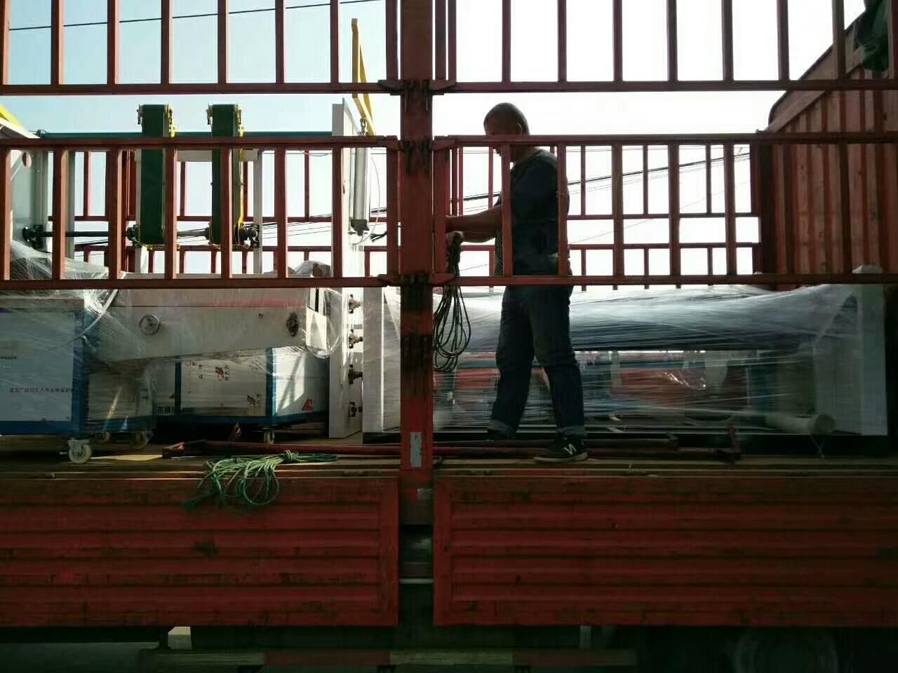 安徽蚌埠全自动抽纸机和万博体育投注加工设备发货